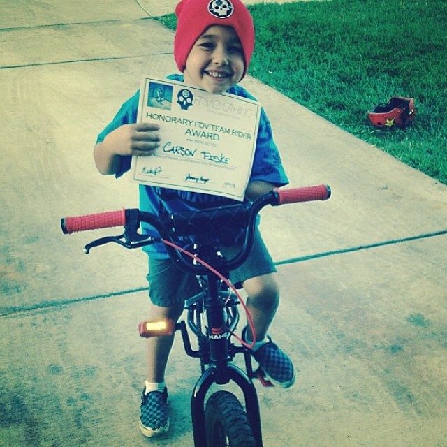 Meet our honorary team rider! He was born without his left arm, but that hasn't stopped him from killing it on his bike!  At only 5 years old, he shows courage, perseverance, and skill beyond his age! Keep on pushing Carson! #bmx #bmxfam #haro...
