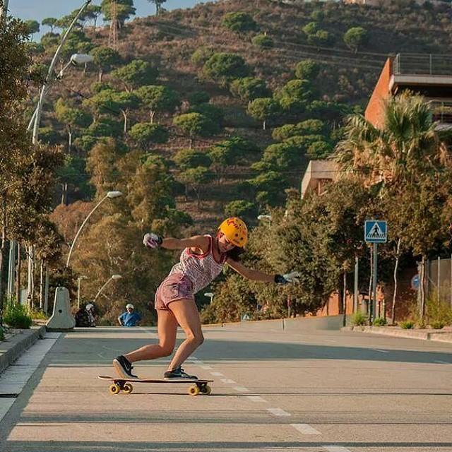 Melina Altés rocking Barcelona. Photo by Jose DF for Longboard Barcelona. #longboardgirlscrew #girlswhoshred