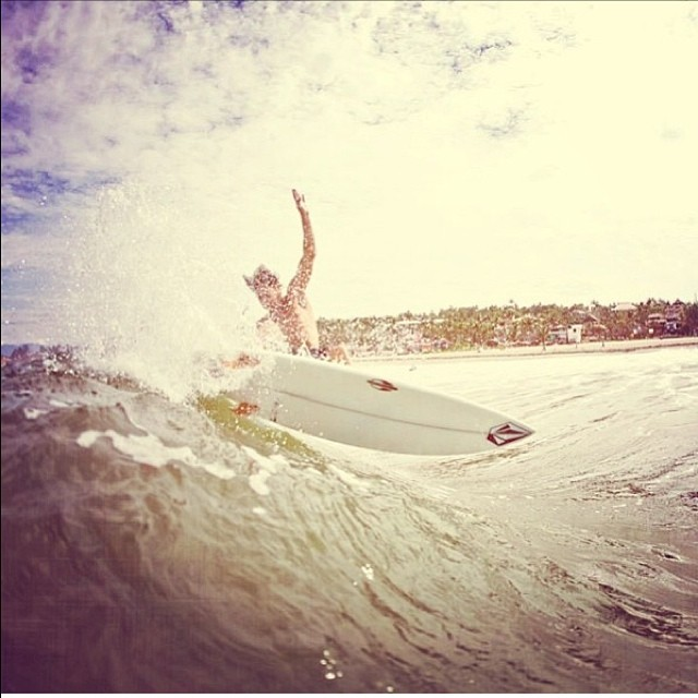 @volcomargentina Desde Puerto Escondido @Franferraras por @juanbacagianis #volcomfamily #surf #volcom #team