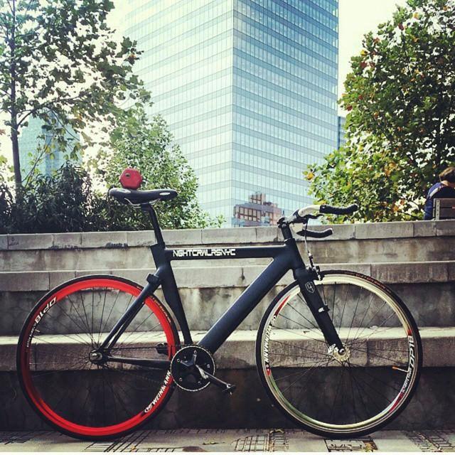 Regram from @nightcrawlers_nyc #twotone #cycling #fixedgear #fyxation #nyc #bikeislife