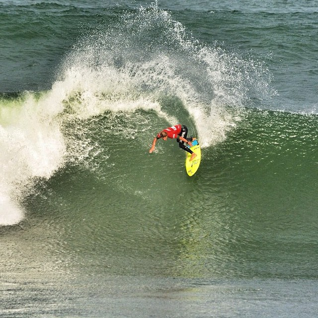 ¡Qué estilo, @lukimadrid! #surf #vanssurf