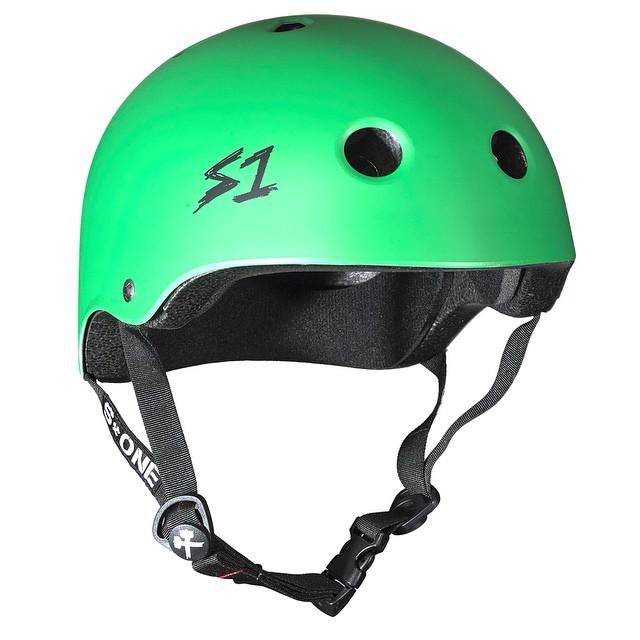 S1 Lifer Helmet Color: Kelly Green  Matte #skateboarding #bowlrider #lifer #skatepark #sk84life #rollforever #concretedreams #skatevert #skatehelmet #s1helmets