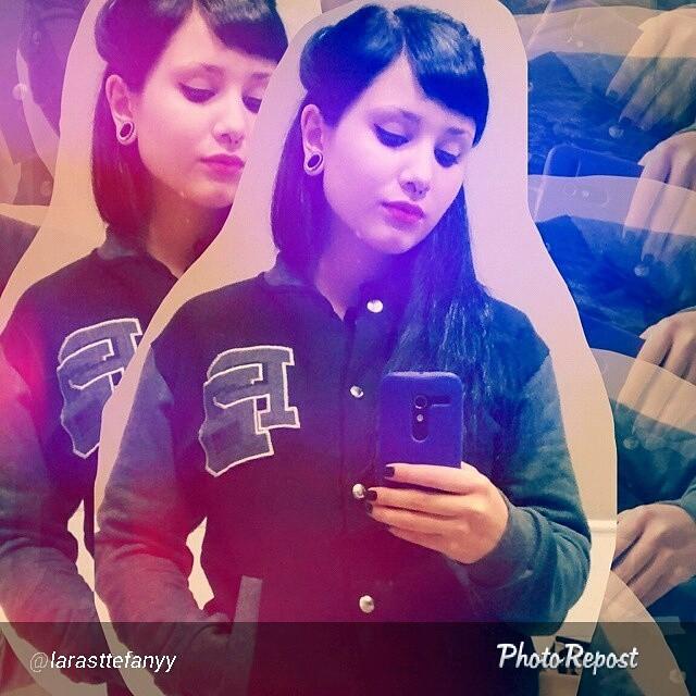 La camperita PB de @larasttefanyy para un día como hoy!  #perrabastarda #girl #cute #vasityjacket