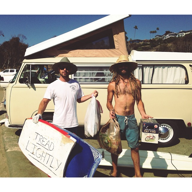 Pre surf beach clean up with Be Kind Tribe Ambassadors @drewfoto and @to_the_sea8 . Picking up trash before, after, or during your surf can make a huge difference. A thousand small actions can lead to one big change. Be Kind to the Sea and keep the...