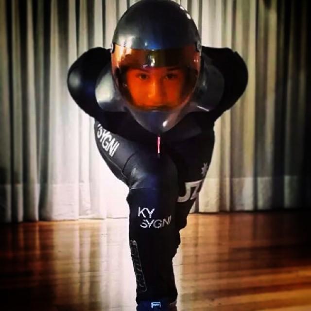 Regram de nuestro nuevo compañero de aventuras don @cristianbovetti que ya tiene ultra ajustado el tuck para la temporada de verano en Sudamérica.  #teamkysygni más fuerte que nunca. #kysygni #universe #KySygniLove #uzibearings #areyoureadytofly...