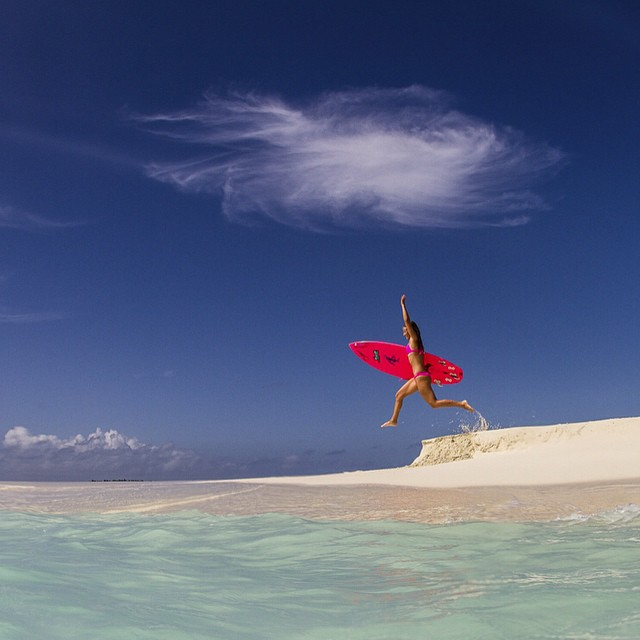fly free! • @alisonsadventures in #BaaAtoll #Maldives