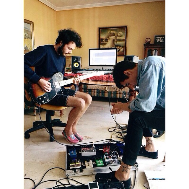 Our friends from #holaatodoelmundo recording their new álbum. #PaezShoes and the next hit!