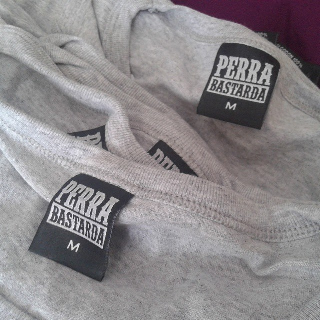 Tenemos etiquetas nuevas :) #perrabastarda #etiquetanueva
