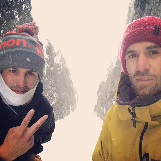 Stormy day couloir @tomimateri #chile #cajondelmaipo #snowboarding #sudamerica #freeriding #splitboarding @anonoptics @7veintestore