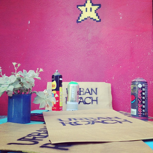 Preparando packaging #stencil #spray #star #pixel #pixelart #urbanroach #urbanlife #flower