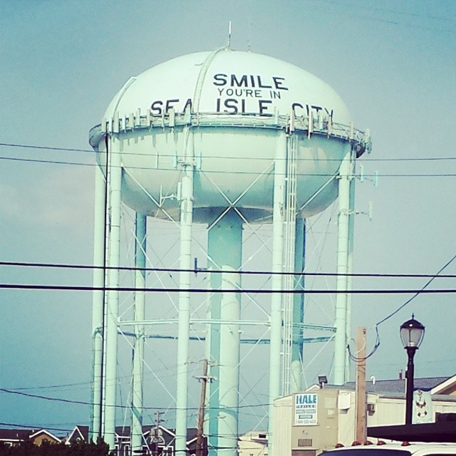 We ain't smilin' now that we leavin'. No we are. Great #weekend to get some #sand on your feet. Peace out #SeaIsle.  We just dropped off some goodies at #EcoAllley so if you venture down to Stone Harbor go see our amigo TF and see what #Grassracks...
