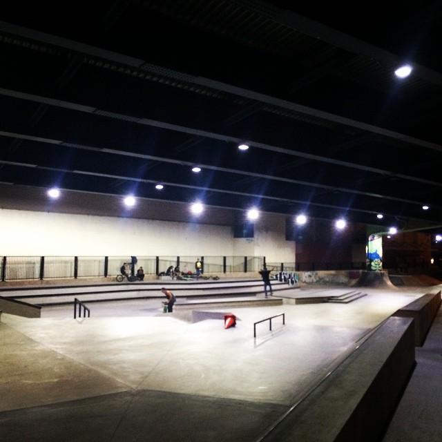 It's 9 o'clock, Saturday night, lights just went out at soma skatepark. San Francisco, CA.  #bonzing #california #skateboarding #westside