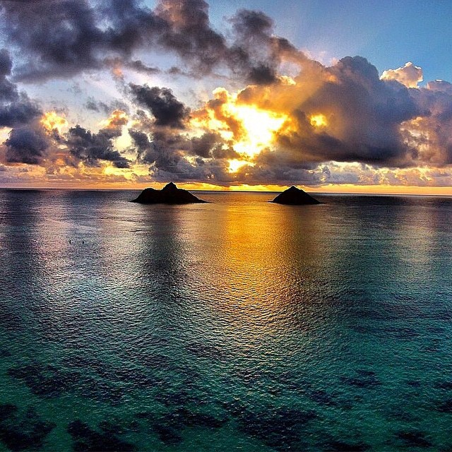 Gorgeous sunset in Lanikai, Hawaii | #Lanikai #Hawaii #lifesabeach #aerial #wheresyourbeach #phantom #dji #drones #djiphantom #GoPro #GoProHaven #goprooftheday #kameleonz #sunset #ocean #travel pic by @opticalhi