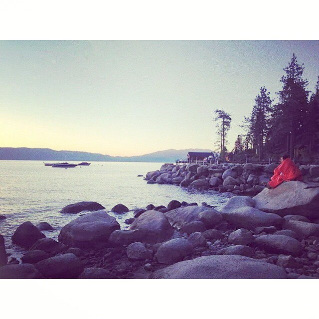 @orlandita staying warm while catching first light over Lake Tahoe #dawnpatrol #sunrise #tahoe #riseandshine #gorumpl