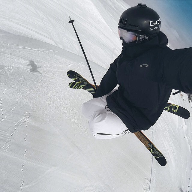 @abekislevitz always gets the shot. All these ski premieres have us jonesing for some snow. #riderowned #shapingskiing