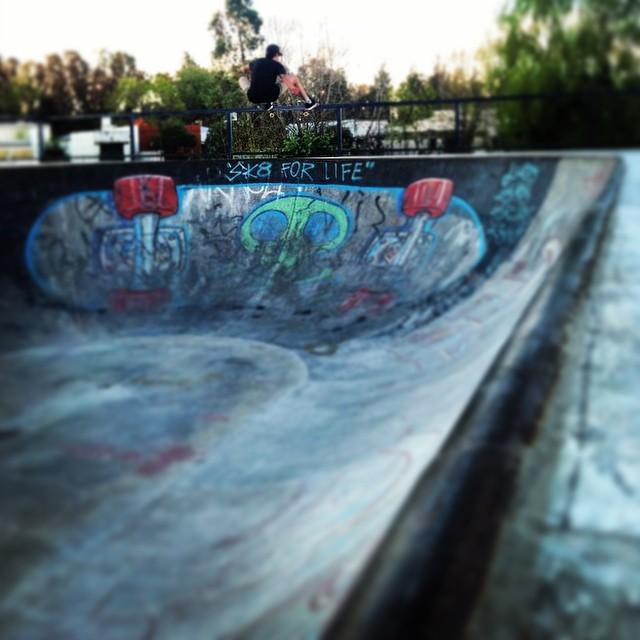 Santi Rezza @santirezza FS Ollie PH: @martin.difeo #Volcom #Skate #TrueToThis