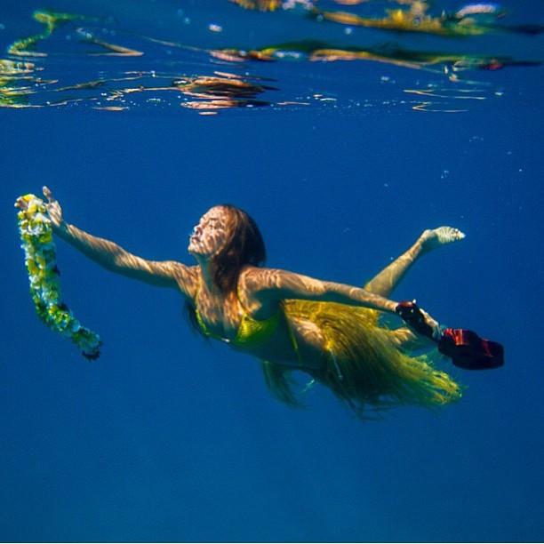 @alisonsadventures the #amazing #hula #girl #photo by #sarahleephoto