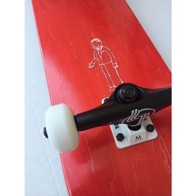 Another bangin complete from your boys @funboxdistribution #funbox #churchillmfg #skatelife #skateshops #skateboard #skate #silver #silvertrucks #maple #street #deck #getbuck #cali #summer