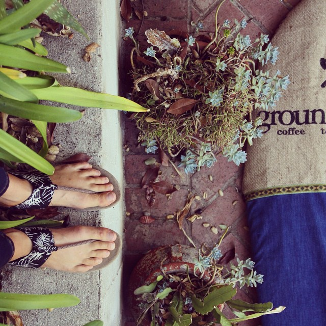Good Human @annaehrgott coupling her #blackpalmikhanna sandals with her @sagebrushbags ♻️ #goodhumancrew #sagebrushbags #soleswithsoul #indosole