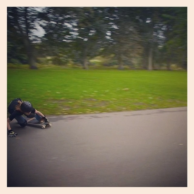 Another entry in the LGC UK photocomp. Rider Eustace Bagg practicing her toe sides #longboardgirlscrew #toeside #LGCUK