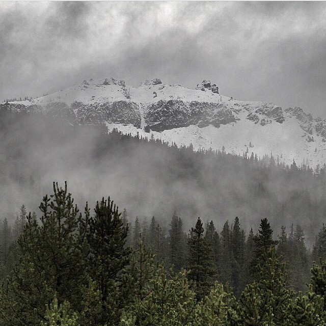 The first snow of the year in Tahoe!! Hopefully the first of many!  Make sure you're ready with your new Academy stick!! Get into your local shop!  #regram @woodwardtahoe #castlepeak #winterishere #snow #goodpeople  #greatsnowboards @borealmtn