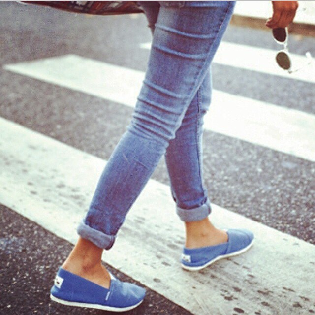 Mid-season styles hit the streets. #denim #paez #bluejeans #streetstyle