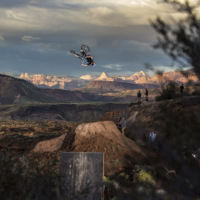 @andreulacondeguy goes HUGE during Red Bull #Rampage Qualifiers, what's he got in store for us today? Cure your case of the Mondays and watch 20 of the world's best mountain bikers battle it out LIVE on Red Bull TV today, 12PM PDT/3PM ET/8PM CET. Click...