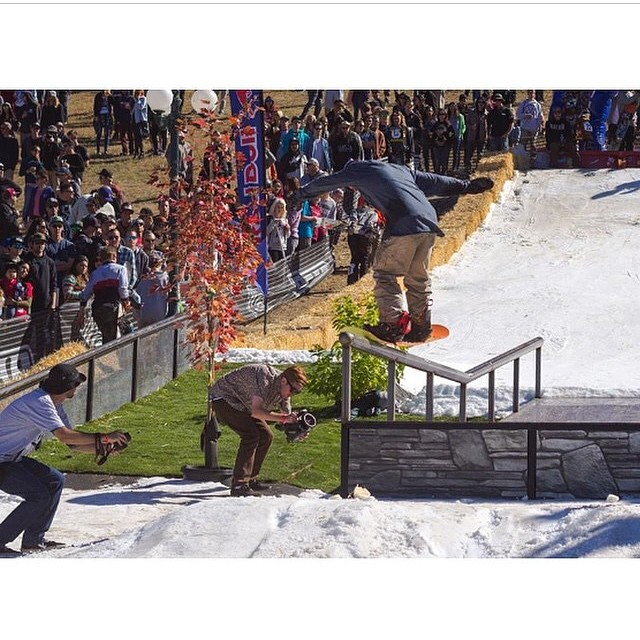 Regram of @leonard_mazzotti throwing it down, switch, at #HDHR11 @bear_mountain over the weekend! #stylefordays #academykidsrule #goodpeople #greatsnowboards #winteriscoming #hotdawgshandrails