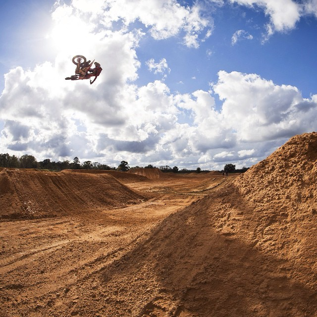 @justinbarcia gets high as a kite on sunlight in the Omen MX with #HappyLens.  Learn more about the only Lens With Benefits at spyoptic.com/happy. #SEEHAPPY