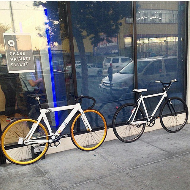 New school Bonnie & Clyde! #fixedgear #fixedislife #dailyfix #ridingtothemoney #chase #boombotix