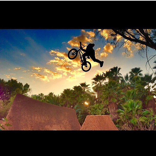 Epic shot of @salsaavedra #bluebench #fbf #bulthelmets #bult #BULTteam #dig #bmxdirt #bmx #jungle #stackingclips