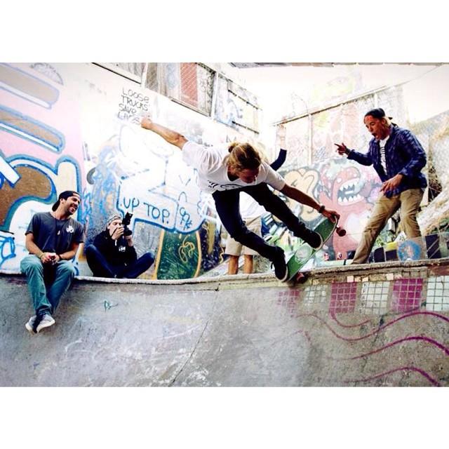 Da Jelly Crew #jellyskateboards #jellyroadtrip #kingslayerjelly #sanfran #flowershop