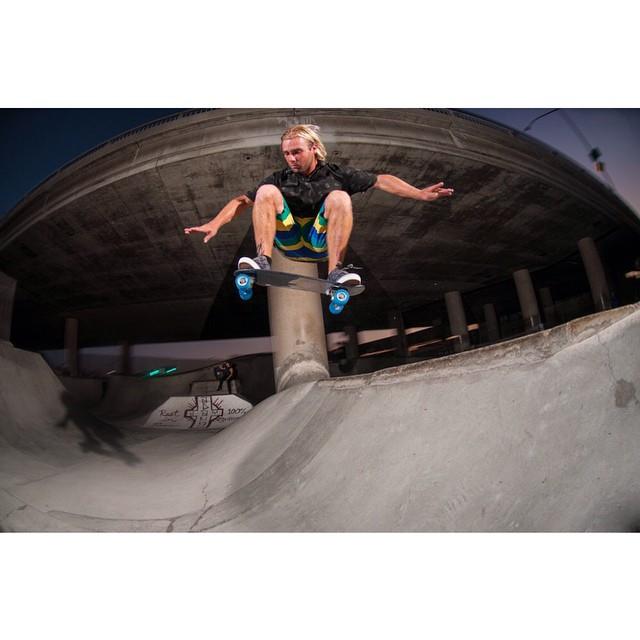 @robertfreschaufjr boosting off a spine at #washingtonstreet DIY #skatepark #jellyskateboards #kingslayerjelly #sandiego #ripjayadams