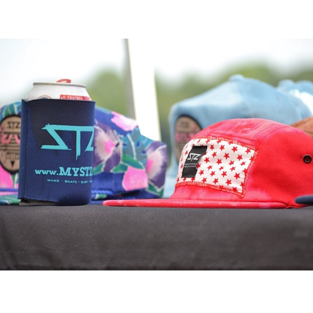 It's Friday ... Cheers! To those of you old enough grab some adult soda, your favorite hat and enjoy a cold one with some friends. // #stzlife #fridayfreedom #chug #adultsoda #longgone // NEW www.stzlife.com blog drops tomorrow @12