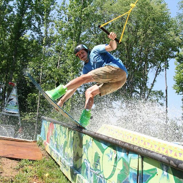 @wesleymarkjacobsen rail game heavy // Nailed it! #stzlife #eatmyjorts #datfacedoe #skinnystancecutpants #wakeboard #talkaboutasundayfunday park: @jibtopia