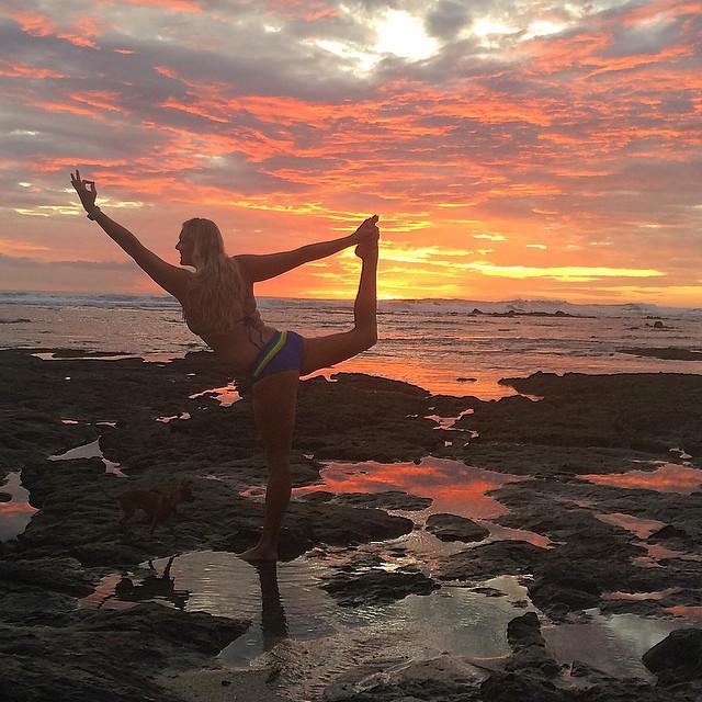 We <3 sunsets in Costa Rica! @sambatothesea in Playa Negra #costarica #playanegra #puravida #miola #miolainaction #muse #getoutthere