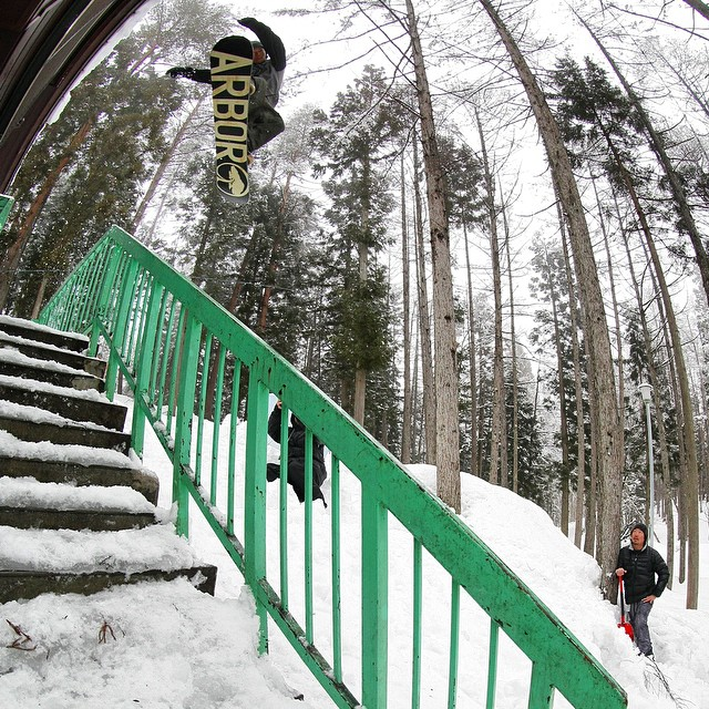 Flux rider Yuma Abe gapping it to tap it in Oomachi, Japan. ❄️