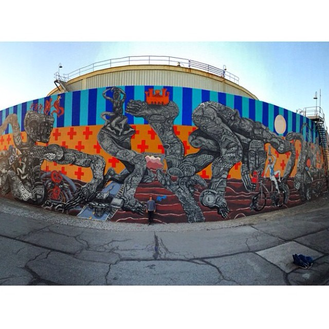 Mural intervenido por @zioziegler #vansart