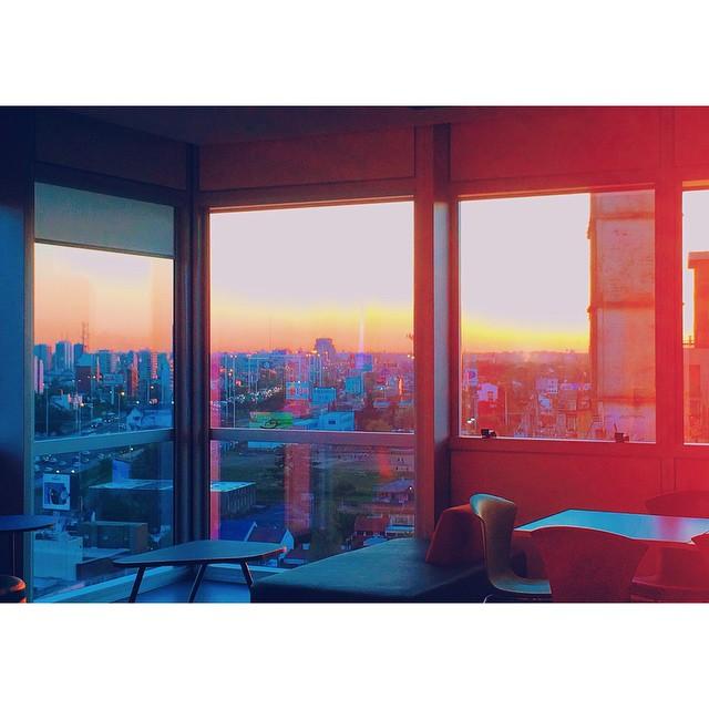The thirteenth floor. #13 #floor #build #view #highway #buffet #coffeebreak #city #buenosaires #lake #apple #iphone #sky #afternoon