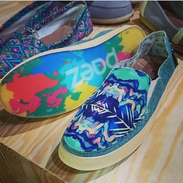 Color crazy down to the soles of your feet! #Paezlisergic limited edition #Paezshoes #onlyinselectedcountries