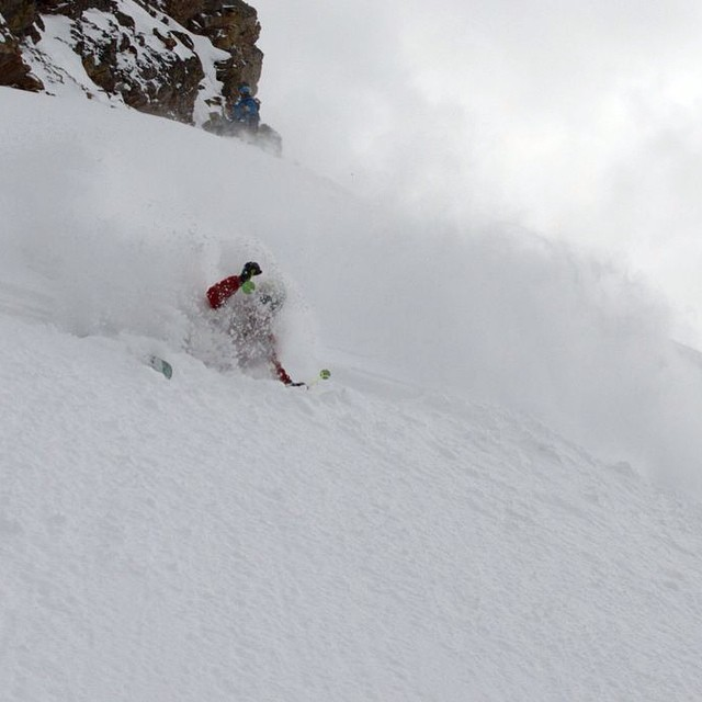 @plumetunes getting ready for a serious pole plant in the deep. PC: @dougtheskier #embracethestorm