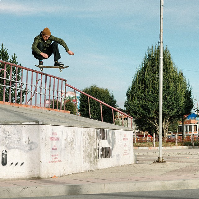 @joeypepp barging a polejam in Bolivia. Interview with Joey up on the @transworldskate site photo: @mehringsbearings