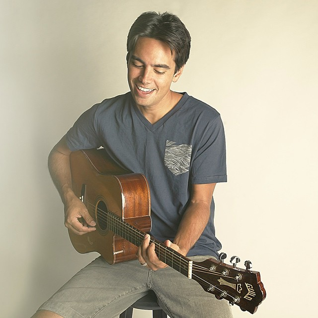 Check out musician Kevin Miso sporting the Ropes Picket V Neck tee by #Seckence, you can buy it at seckence.com  Also check out his sweet tunes at kevinmiso.com ⚡️