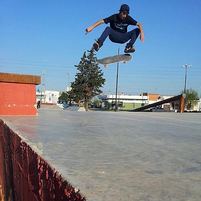 Fs Flip por Santi Rezza @santirezza #Volcom #Skate