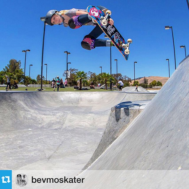 XS team rider @bevmoskater at the Fremont skate park. Watch Beverly skating @exposureskate November 8th! #EXPOSURE2014 #xshelmets #girlswhoshred  #repost : Hip to Bank || Fremont || Photo: Todd Fuller @besuro || @floodkontrol @xshelmets @theevetrucks...