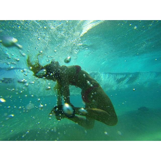Trying out something new can be exciting to say the least. #dowhatyoulove  @isurfiyoga @sangaretreats #wavesNwisdom #gopro #underwateryoga #itakebioastin #navitasnaturals #thesuperfoodcompany #imaginelifestyle #irideirecycle #odinasurf @odinasurf...