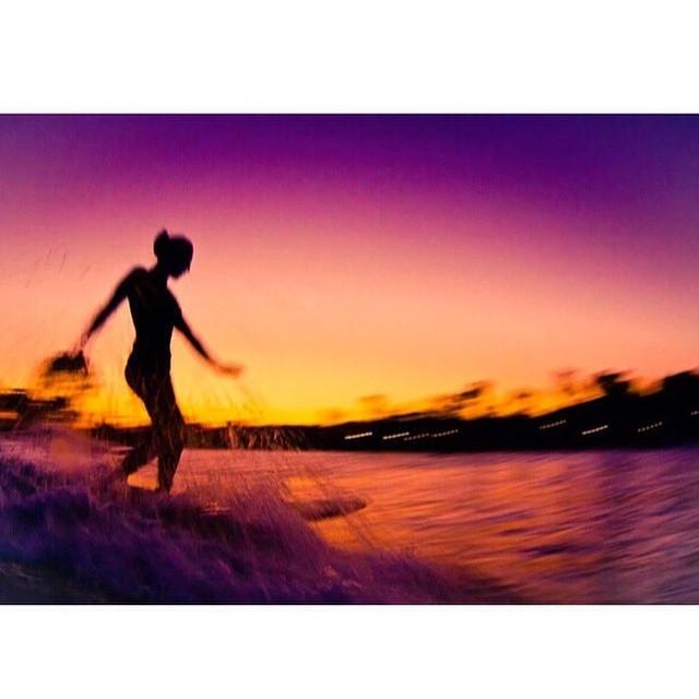 @karinarozunko sliding between the moonrise and the sunset photo by @theandylangeland #seeababes #myseealife #sunsetsession #sunset