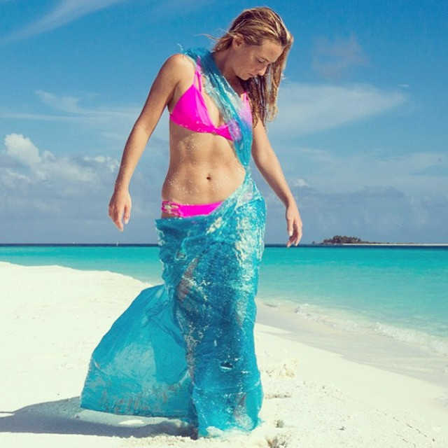 That #beautiful #bikini #underneath @alisonsadventures #plastic #sarong is made from #recycled #plastic ! Do your part, reduce the amount of plastics your use, and recycle as much as you can! Beauty can be made from everything, even discarded plastic!...
