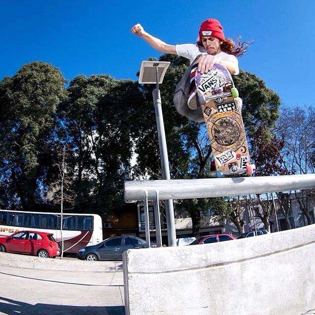 @kolinfire (URU) es uno de los skaters invitados a la #VansWaffleCup, fecha argentina, que se llevará a cabo este sábado 18 en Eh? Park. #skate #vansskate