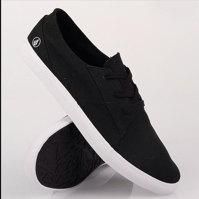 Lo Fi #Volcomfootwear disponible en Volcom Stores #SS15 #Volcom #footwear ☝️